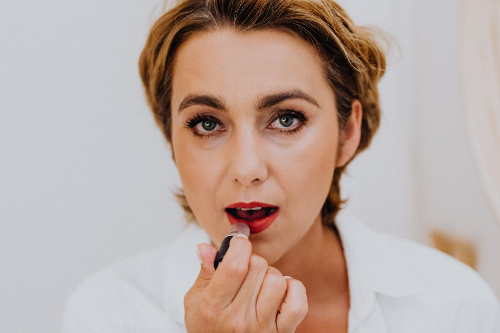best-non-toxic-chemical-free-lead-free-natural-lipstick-brands-the-filtery