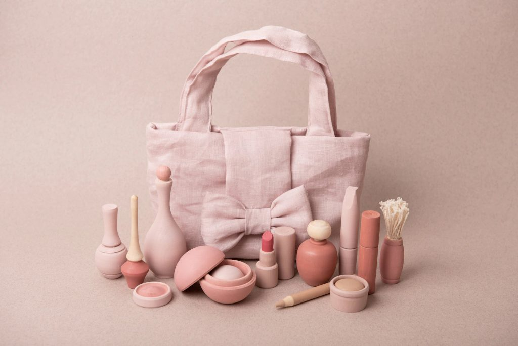 non-toxic-plastic-free-wooden-pretend-makeup-for-kids-the-filtery