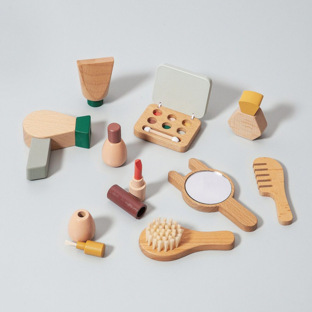 pretend-wooden-makeup-toys-for-kids-toddlers-petit-monkey-the-filtery